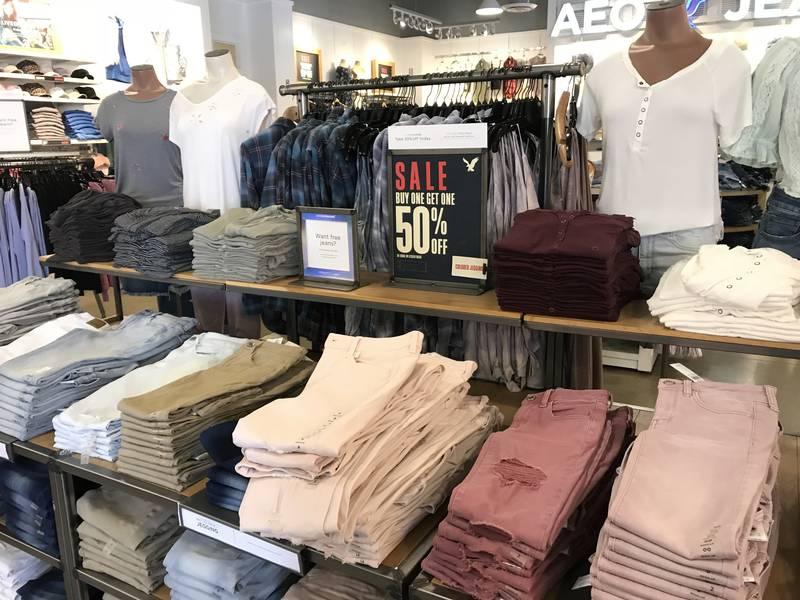 Распродажи одежды в США