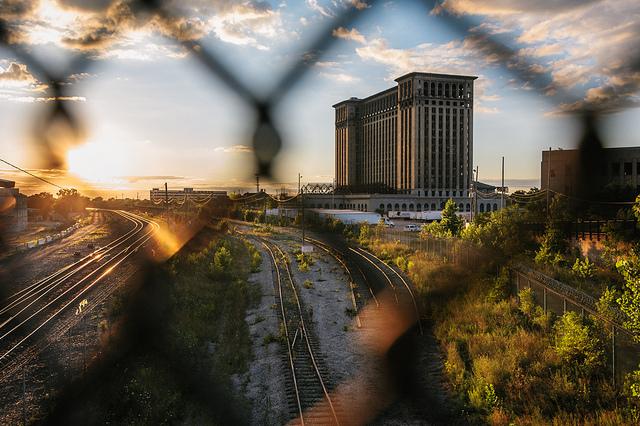Заброшенное здание вокзала в Детройте