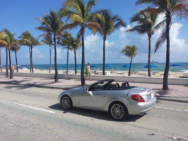 Машина на набережной Майами