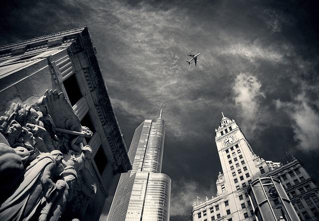 Самолет в небе над Чикаго